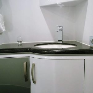 bathroom_endeavour_motorhome